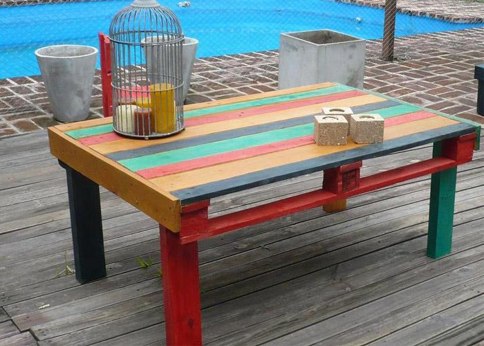 Mesa de diferentes colores